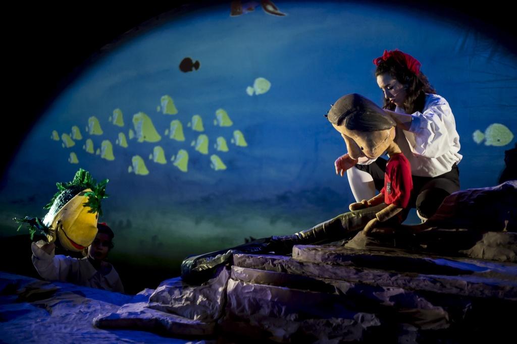 "[:es]Teatro."" Namor, el niño pez."" The Nose Theater[:eu]Antzerkia: "" Namor, el niño pez"" The Nose Theater.[:] @ Kultur etxea- antzerki aretoa"